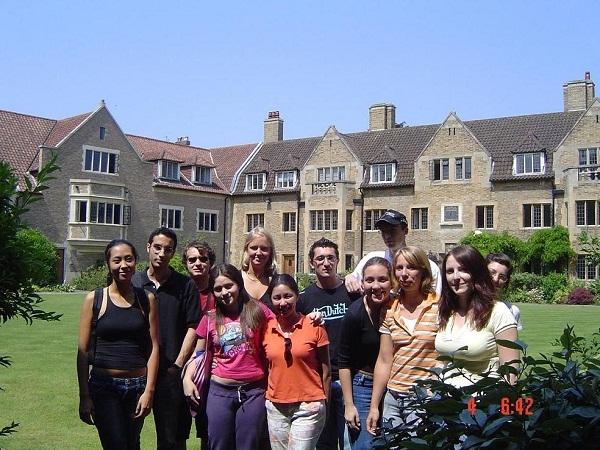 Trường Bellerbys College