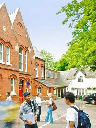 Học dự bị đại học tại trường top 10 của Anh