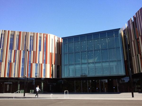 Miễn Phí Học Hai Năm Tại đại Học Macquarie