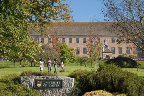 Nhập học tại hai trường hàng đầu Anh quốc