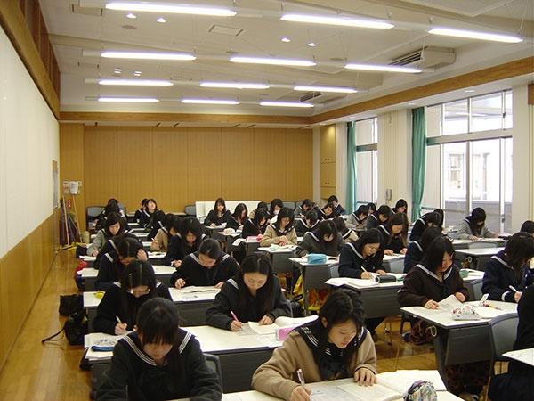 Thi Tuyển Vào Đại Học ở Nhật Có Gì Khác