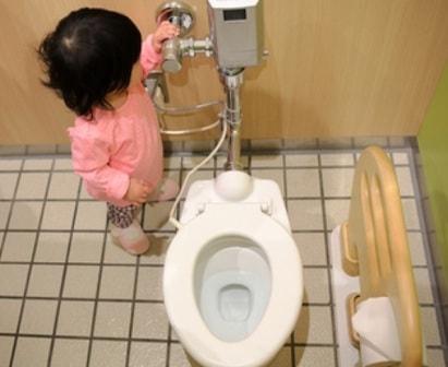 Đừng quên xả nước toilet sau khi sử dụng