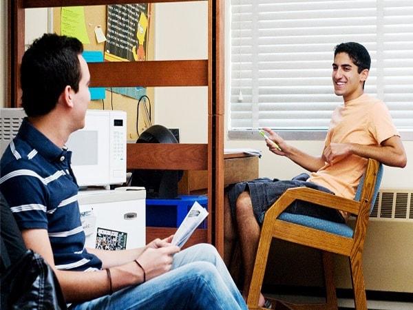 """Kinh Nghiệm """"sống"""" Với Bạn Cùng Phòng Khi Di Du Học"""