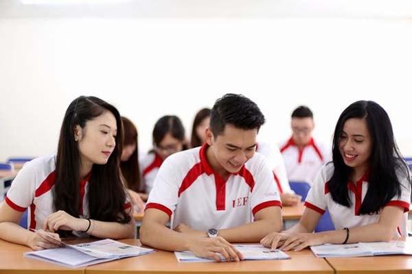Nên học ngành kinh doanh quốc tế hay kinh tế?
