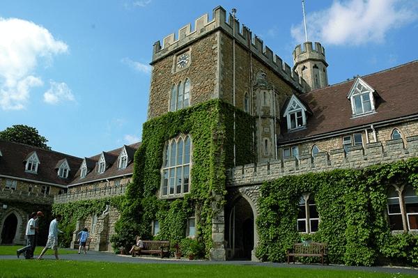 Tìm Hiểu Về Trường đại Học Gloucestershire – Vương Quốc Anh