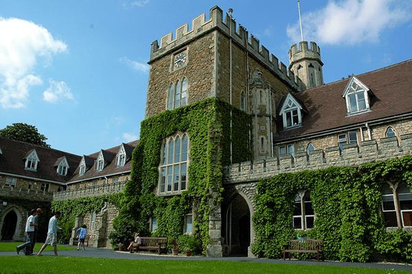 Tìm hiểu về trường đại học Gloucestershire
