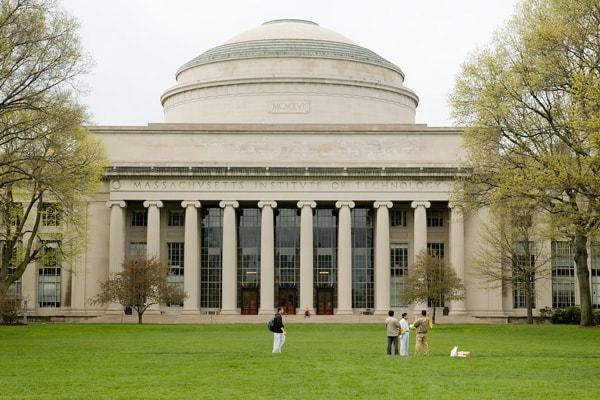 Các trường đại học ngành kinh tế nổi tiếng nhất nước Anh 3