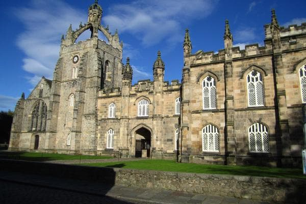 Các trường đại học ngành y dược nổi tiếng nhất nước Anh 3