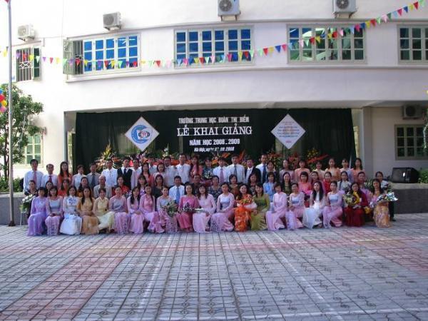 Trường THCS Đoàn Thị Điểm trong ngày khai giảng