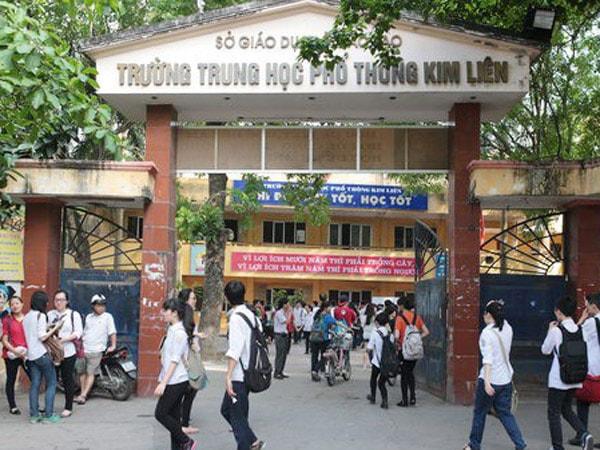 Cổng trường THPT Kim Liên