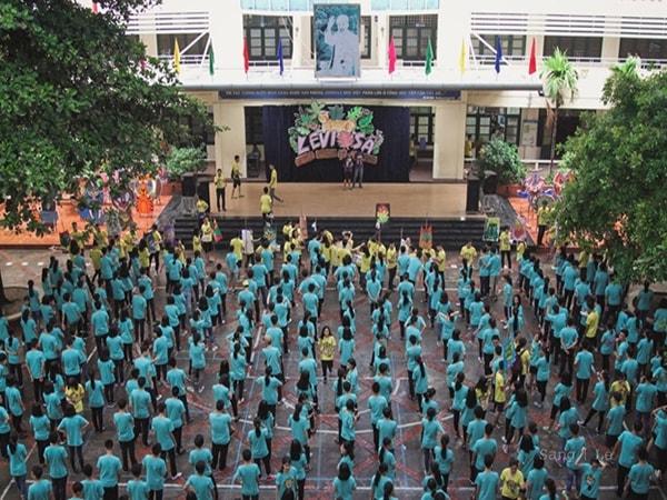 Trường THPT Nguyễn Tất Thành đang hoạt động ngoại khóa