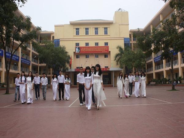 Học sinh trường THPT dân lập M.V. Lômônôxốp