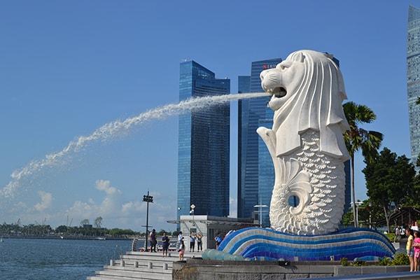 Sinh vật đầu sư tử, mình cá Merlion chính là biểu tượng của đảo quốc Singapore